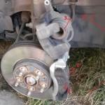 Меняем передние тормозные колодки на Шевроле Авео T300